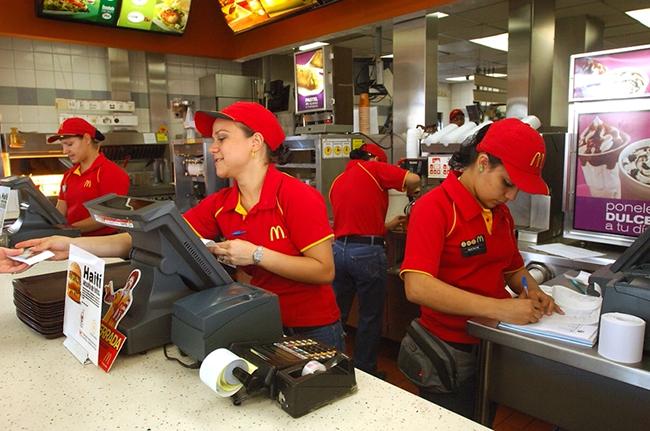 empleados-McDonalds-formacion-academica-concluida_ELFIMA20130628_0031_1